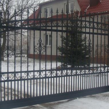 brama wjazdowa przesuwna D014