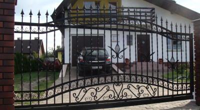 brama wjazdowa przesuwna z ogrodzeniem