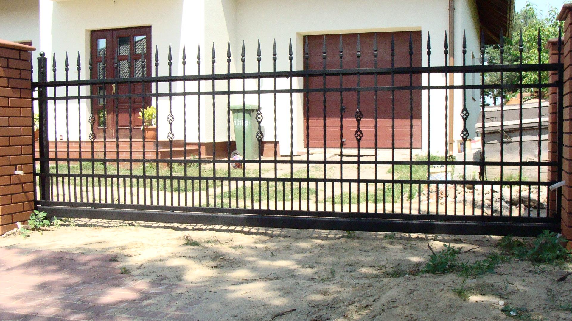 brama wjazdowa przesuwna z ogrodzeniem D04