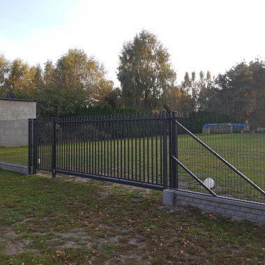 brama-wjazdowa-z-ogrodzeniem-d07
